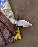 4-Nena-la main et l'outil